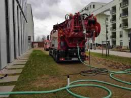 ARS24 Saugwageneinsatz an Hochhauskomplex Rohrreinigung