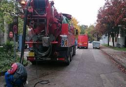 ARS24 LKW Saugwagen arbeiten am Sickerschacht